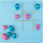 Tic tac toe with pebbles - by Craft & Creativity